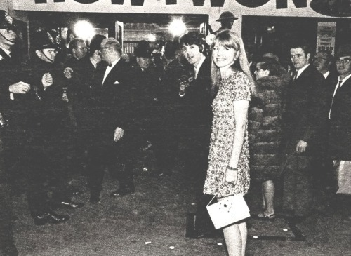 1967, Paul escorts girlfriend Jane Asher to the premiere of How I won the war