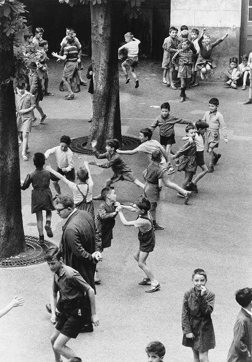 poboh:   The Recreation, 1956, Robert Doisneau.