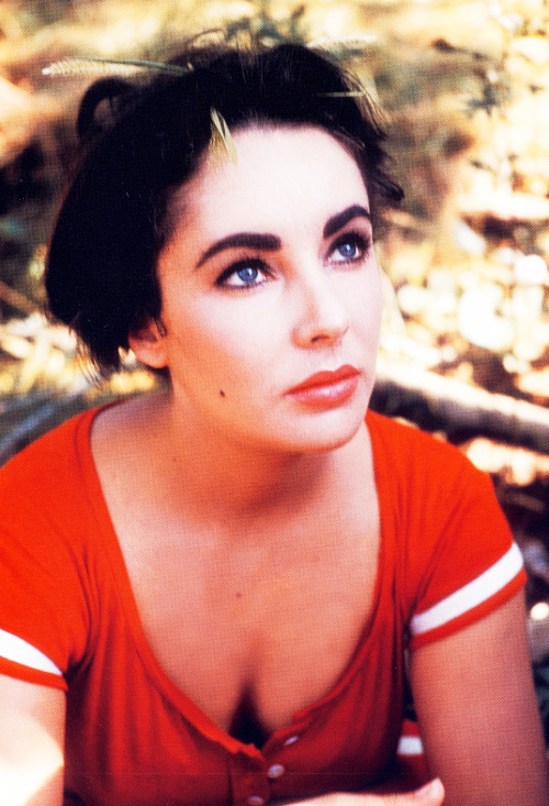 lizandmarilyn:  Elizabeth Taylor on set of 'Raintree County', 1956.