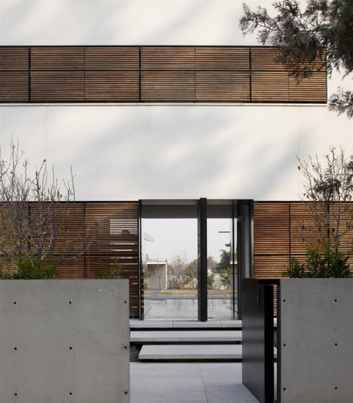 kfar shmaryahu house | entry ~ pitsou kedem architect