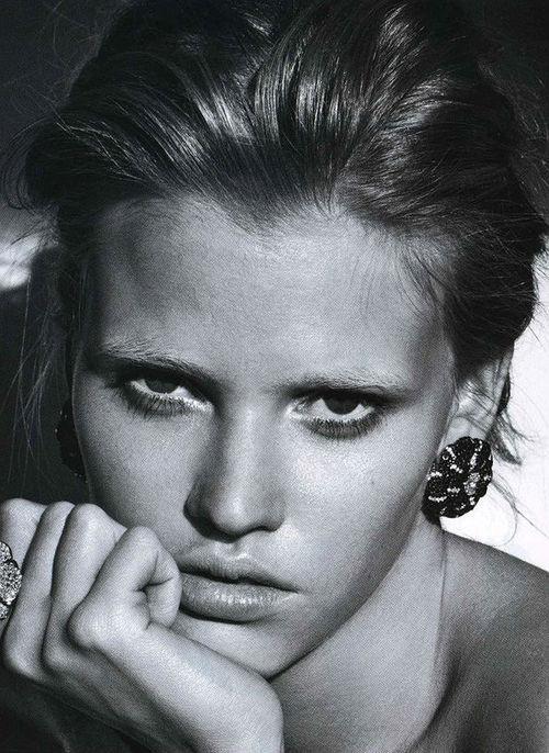 Lara Stone photographed by Patrick Demarchelier for Vogue Paris February 2009