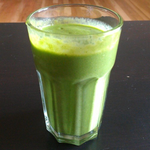 My get-better #smoothie of banana, spinach, mango, flax oil and almond milk.