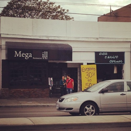 Mega ill on Kingsway. Way to paint over the g and l to make a funny / on Instagram http://bit.ly/12nTAvB