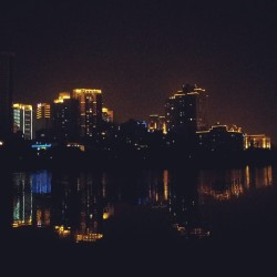Xiamen at night (at 海湾公园)