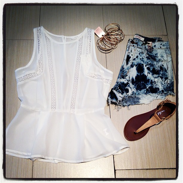bliss-clothing:  I've got #coachella on my mind! Love this lightweight white top, perfect for the Palm Springs heat and these tie dye high waisted shorts, perfect with anything. #dtla #losangeles #la #hollywood #melrose #boutique #chic #style #accesories #instalike #instapic #instastyle #instagram #ootn #oofn #fashion #fashionblog #fashionblogger www.blissstores.com (at Bliss)