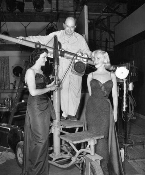 alwaysmarilynmonroe:  Marilyn and Jane behind the scenes of Gentlemen Prefer Blondes in 1953.
