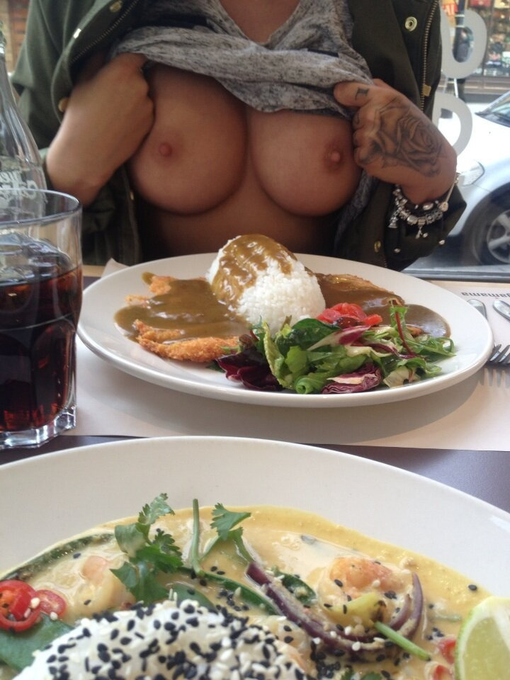 I want a girl who will do this, just to tease me while we have lunch. ❤ She'll definitely get the D afterwards. ;)