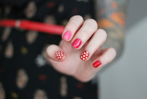 Why not show your love on your nails by doing this heart-themed manicure from The Dainty Squid?