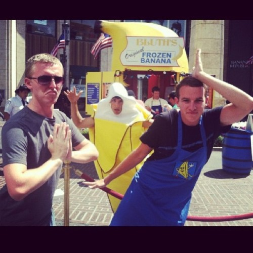 #ChickenDance with Sam at #ArrestedDevelopment #bananastand #wellmakeyourbananastand #LindsayandGobstyle (at The Grove)
