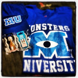 Got my gear for the next semester at MONSTER'S U!!!!!!! So excited!!!!! Thank you @ashleynicoledu #monsters #university #monstersuniversity #monstersu #2013 #cap #shirt #pins #disney #disneyland #excited #girlfriendisthebest