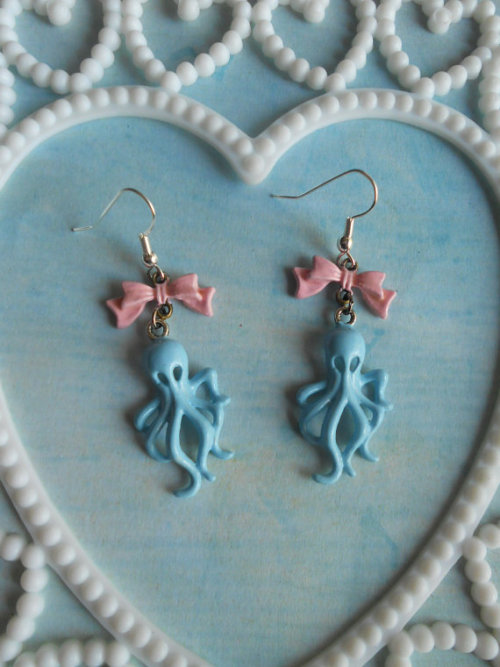pastelbmob:  Octopus Earrings $8.50