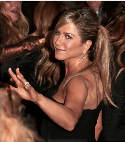 "Are those ""cupping"" marks on Jennifer Aniston's back?!? This picture just came from the red carpet for the release of Aniston's Lifetime movie, Call Me Crazy…. What do you think? Cupping? Click the pic for more!"
