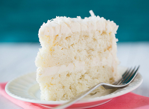 gastrogirl:  coconut vanilla bean cake with coconut meringue buttercream.