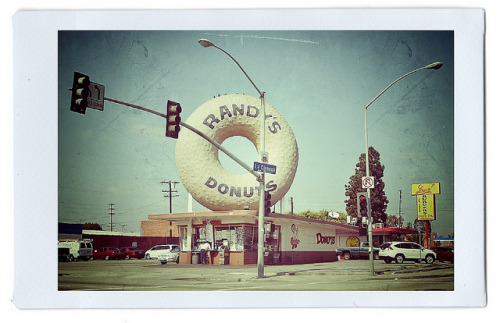 Randy's Donuts by kerouac's ghost on Flickr.