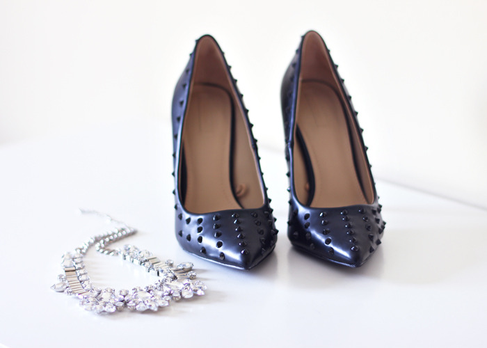 D.I.Y. Black spiked pointed toe shoes (image: thefashioncrack)