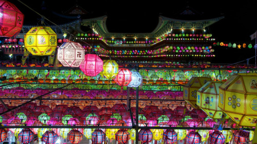 rjkoehler:  A sea of lotus lanterns at Busan's Samgwangsa Temple.