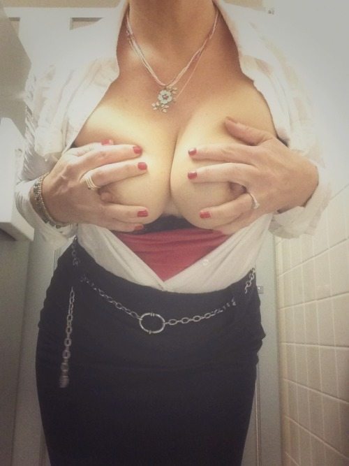 looking4yourwife:  exhibitionistatheart:  Naughty. Naughty. :) ❤  SEE HOT WIVES AND MILFS HERE! SHOW OFF YOUR HOT WIFE HERE!