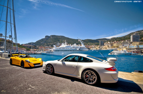 carpr0n:  Misplaced track toys Starring: Lotus 2-eleven and Porsche 997 GT3 (by Gaetan | www.carbonphoto.fr)  What do two track bred cars do in there spare time? They chill out in Monaco thats what.