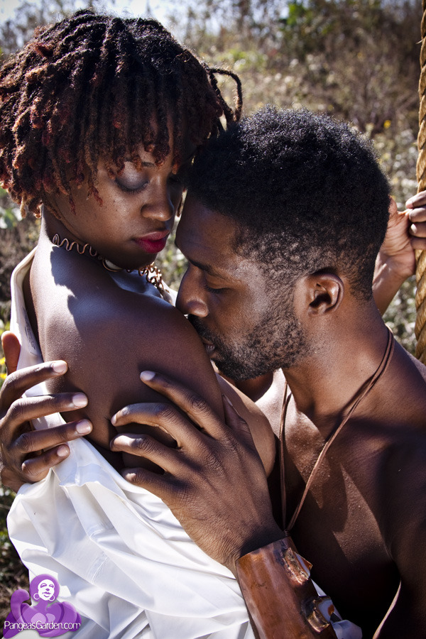 blackloveisabeautifulthing:  black love is afrosensual… PangeasGarden.com