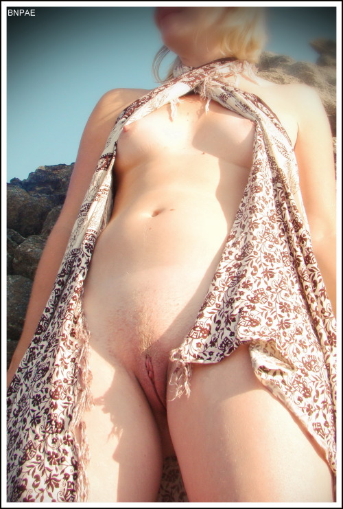 bnpae:  My girlfriend naked in nature
