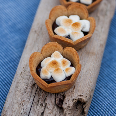 confectionerybliss:  S'mores Cups recipe here