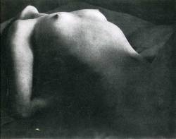 foxesinbreeches-nude-by-brassai-1931-1934