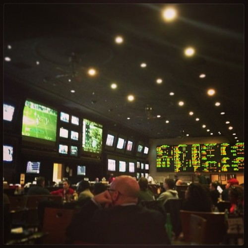 How I watched my last 5 mins of NFL football here at the @riovegas sportsbook. (at Race & Sports Bar)