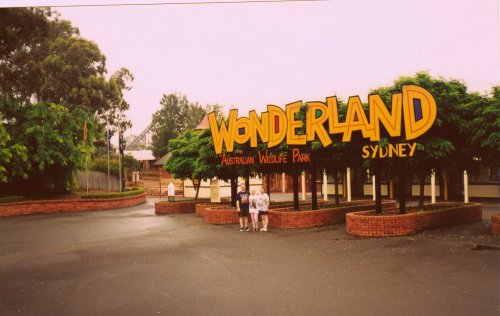 wonderlandhistory:  The Entrance to Wonderland
