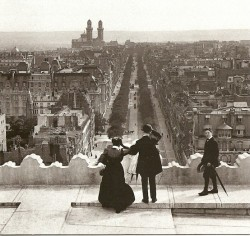 debourbon:  The Arc de Triomphe in 1899, (photo by Henri Roger-Viollet (1869-1946))