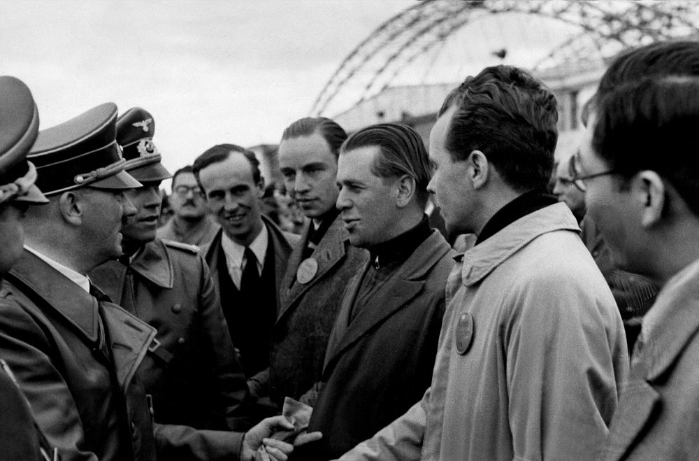 Hitler greeting foreign journalists at the airport; 06.10.1939