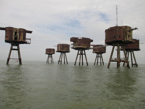 Abandoned Red Sands WW2 forts in the Thames estuary (via Londonist)