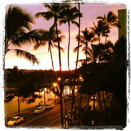 Merry Christmas Eve Day- it is a beautiful morning:) (at Hale Ala Wai)