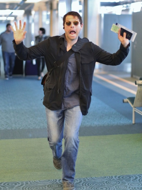 heavenandhellcastiel:  Supernatural actor Misha Collins was just in a silly mood as he made this face for the paparazzi [x]