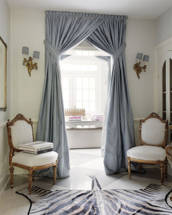 (via {this is glamorous} : adventures in love, design, fashion, home decor, food and travel: {holiday inspiration : chandeliers and champagne & happy december})