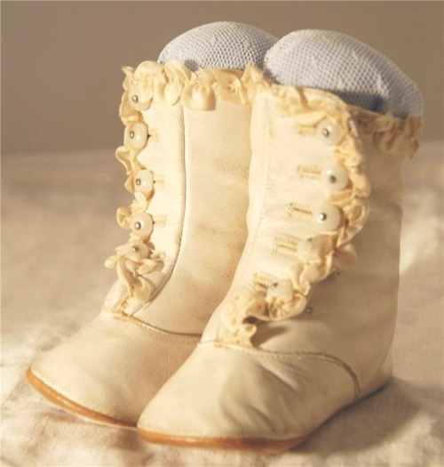 highvictoriana:  Victorian leather button baby booties.