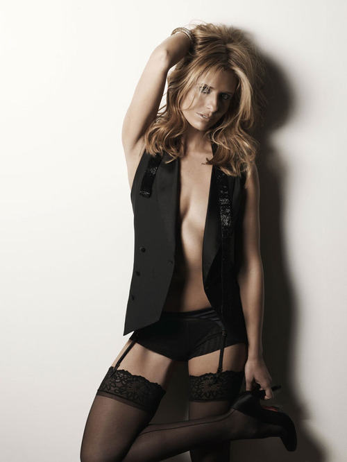 Sarah Michelle Gellar Photoshoot by Nino Munoz for Maxim Magazine December 2007