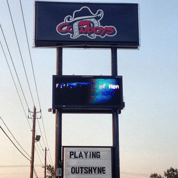Outshyne last night at Cowboys in Dothan, Alabama hope to see everyone out!!!!! #outshyne #cowboys #dothan #alabama #toadlickafterparty (at Cowboys of Dothan)