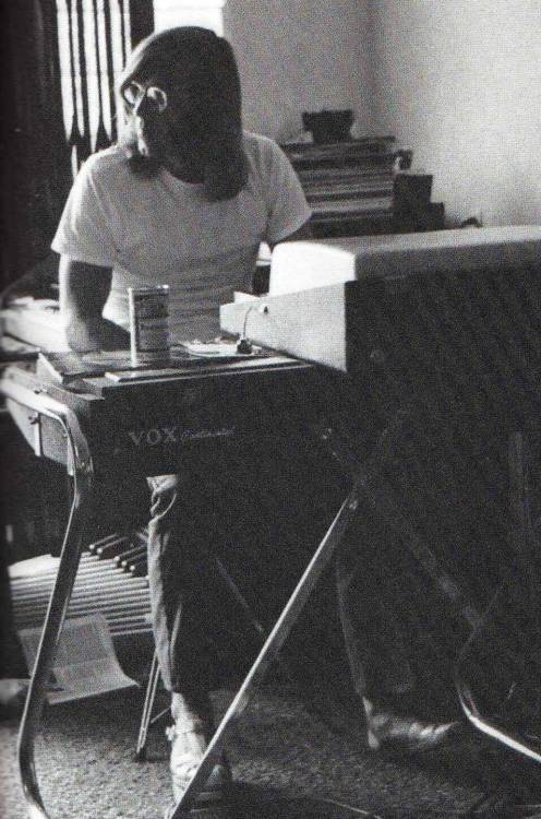 godisonatrip:  get-yer-ya-yas-out:  Rip, Ray Manzarek. You will be missed, you genius.  breaks my heart  :'(