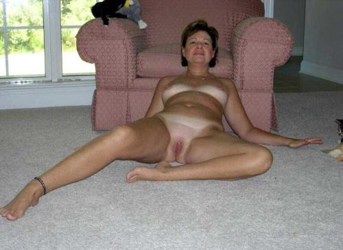 Mature women legs spread wide