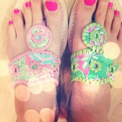 littlemisssouthernlove:  Lilly Pulitzer & Jack Rogers combined in one shoe? I think yes. #lillypulitzer #jackrogers