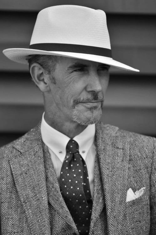 pittipeople pittiuomo pitti male portrait suitandtie suitup hat classic stylish bespoke elegant tie streestyle