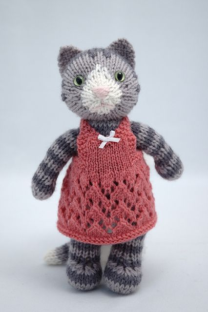 Here's another little stunner — azalea by fuzzymitten on Flickr. Barbara recommends adapting her Siamese Kitty pattern on Ravelry. Find out more via the Flickr link.  SO CUTE!