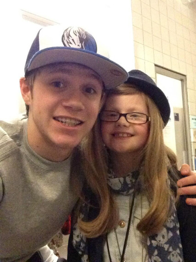 godlymalik:  Niall with a fan from Make a Wish :)