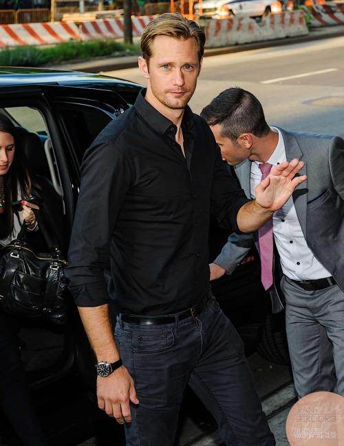 fan-girlblog:  Alexander skarsgard at the premiere of the east more at http://fan-girl.org/?p=1566