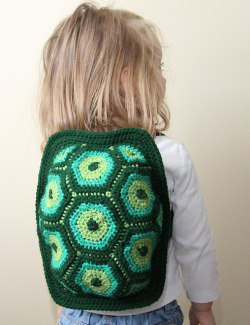 Turtle power! #crochet podkins:  Talkin' about Turtles … check out this adorable little hexagon turtle backpack! Little Turtle Backpack by Julie Lapalme found on Ravelry - pattern for purchase here.