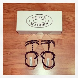 New blog post: www.tiaalesewong.com featuring @stevemadden SWORDA sandals