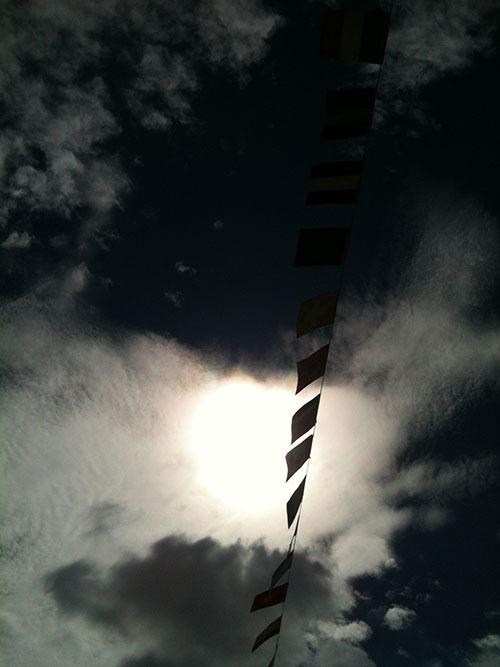 空を泳ぐ旗 Flag swimming in the sky