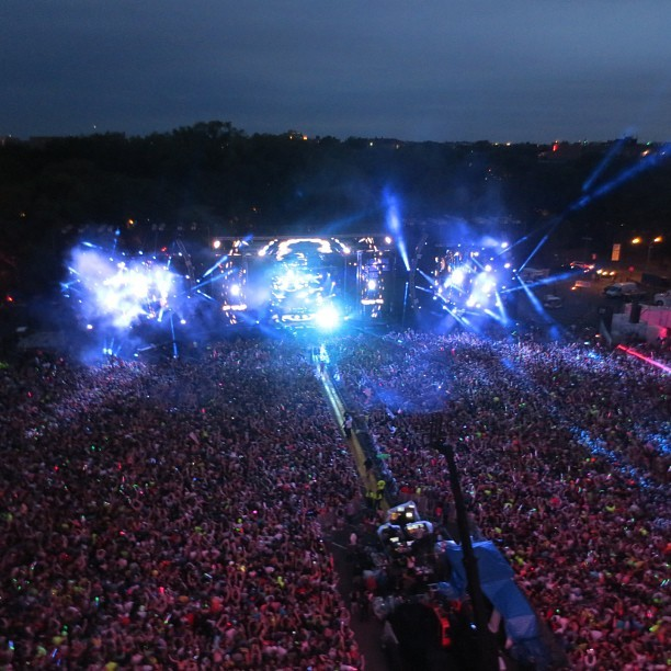 feedmoi:  Not even half of the crowd at the Kinetic Field! The view from atop the Ferris wheel was amazing!