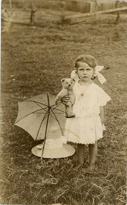 my-little-time-machine:  Victorian Child