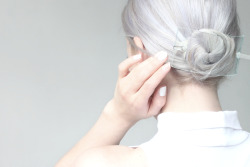 i-love-aesthetics:  DIY clear hair barrette! > http://love-aesthetics.blogspot.nl/2013/04/diy-clear-hair-barrette.html